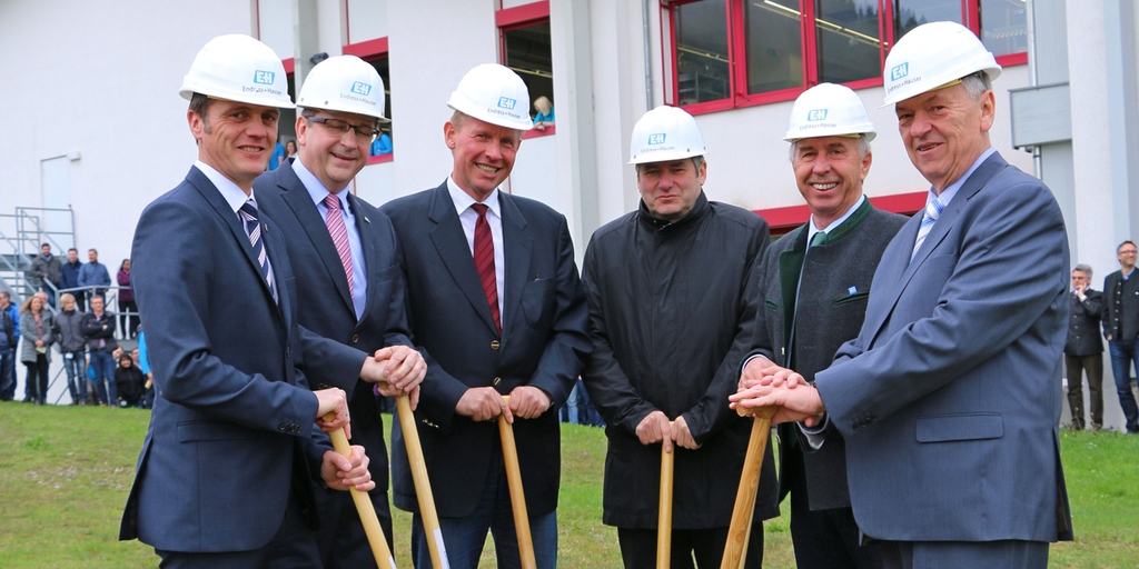 Ground-breaking ceremony at temperature measurement specialist Endress+Hauser Wetzer in Nesselwang.